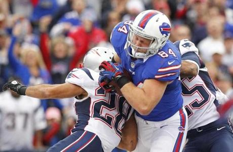 Scott Chandler hung onto the ball for a touchdown during the first half.